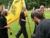 akončení vystoupení školy - Petra s vlajkou školy